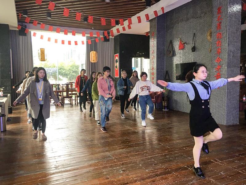 企业舞蹈_副本.jpg